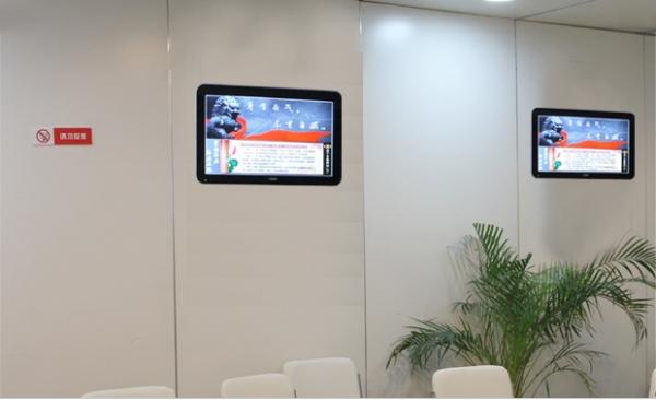 65寸壁挂式广告机